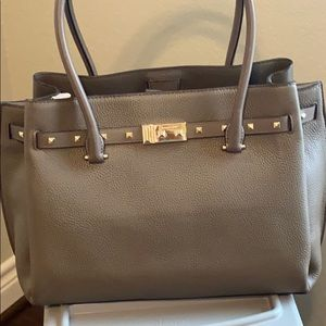 Michael Kors Addison Leather Tote in Mushroom